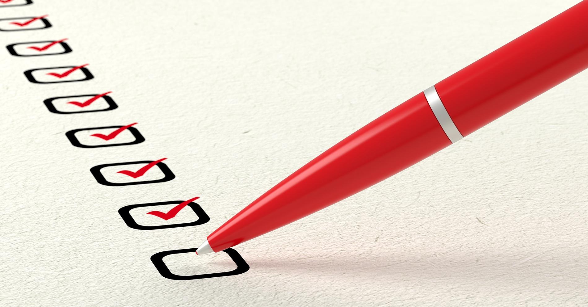 Penna och checklista
